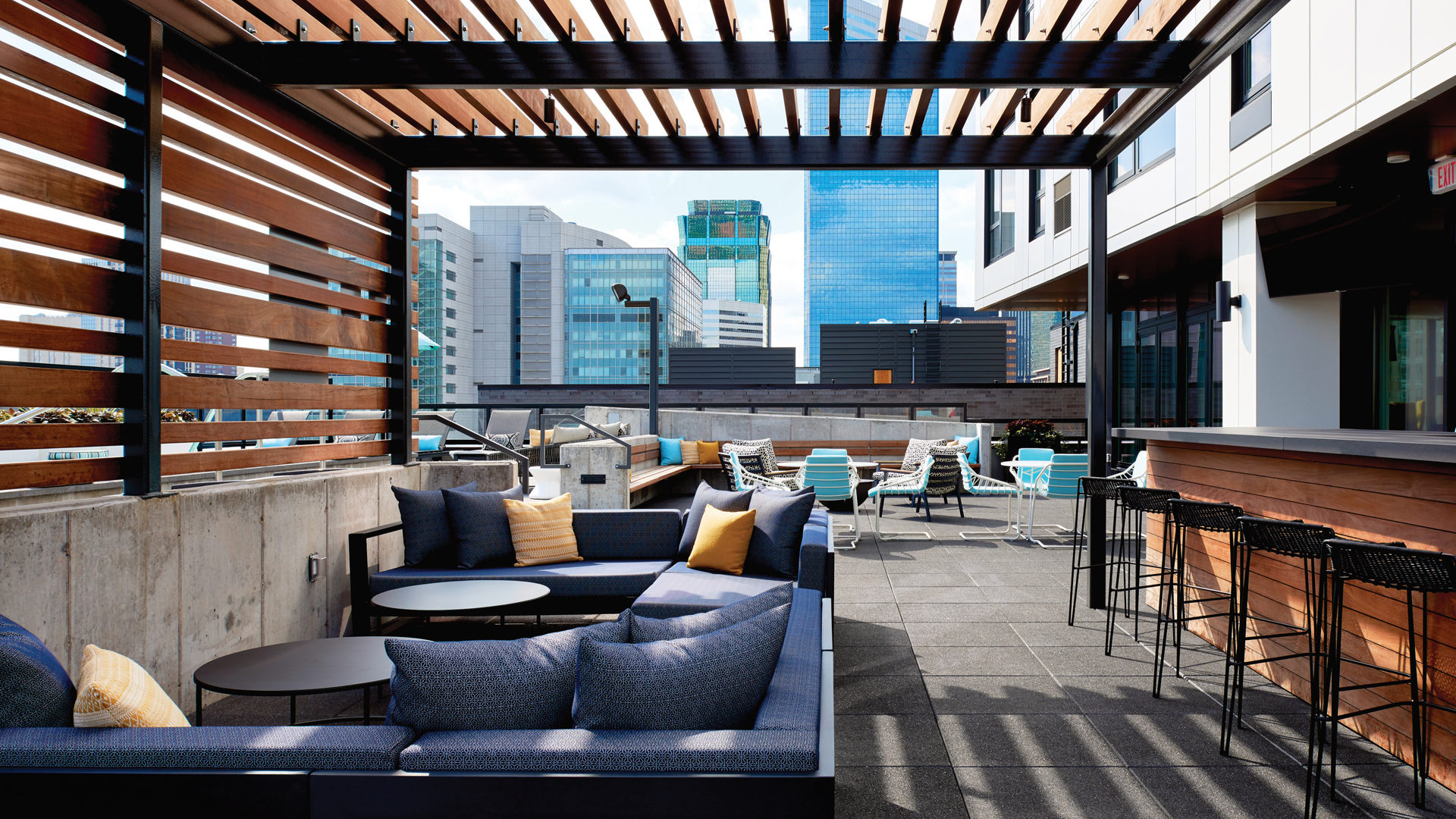 Kraus-Anderson Block HQ Apartments Mpls Exterior Rooftop Seating