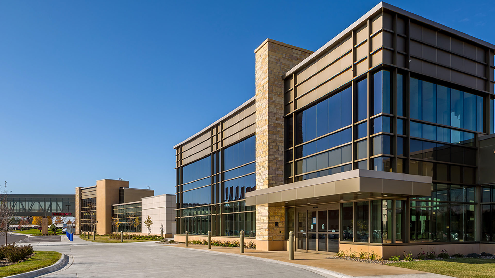 Fairview Ridges Hospital Addition and Renovations Burnsville Exterior View of the New Entrance and Skyway