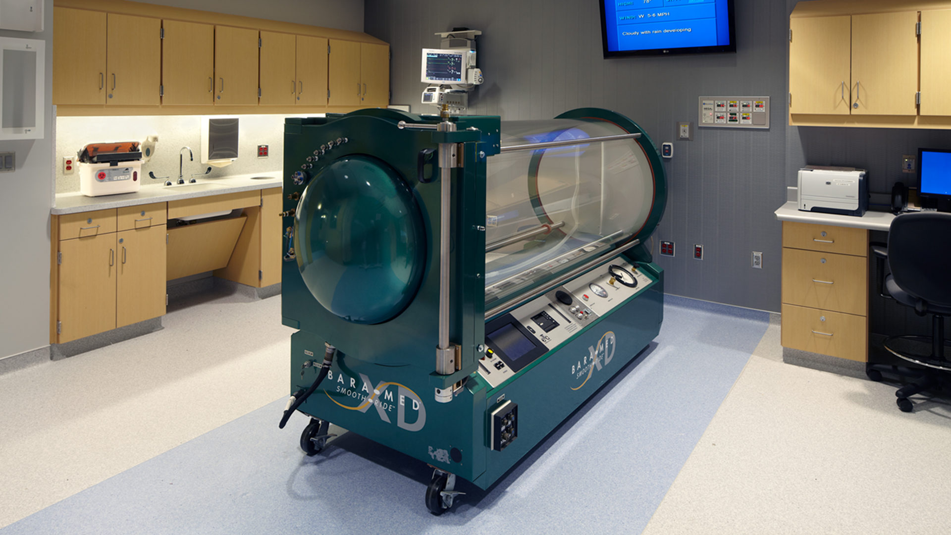 HCMC Hyperbaric Chamber Interior Lab Room Hosting a Bara Med Smooth Ride Machine