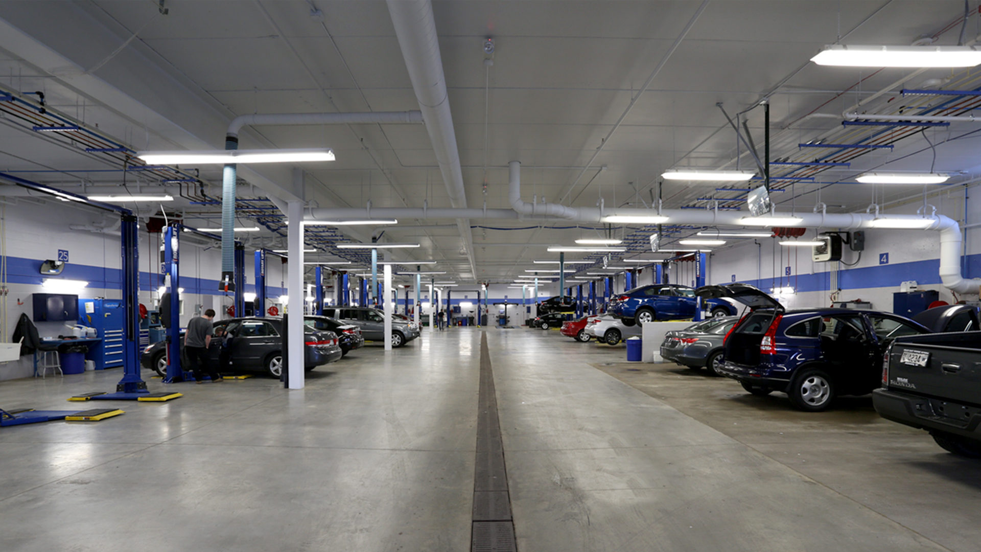 Wilde East Towne Honda Madison WI Service Center Garage