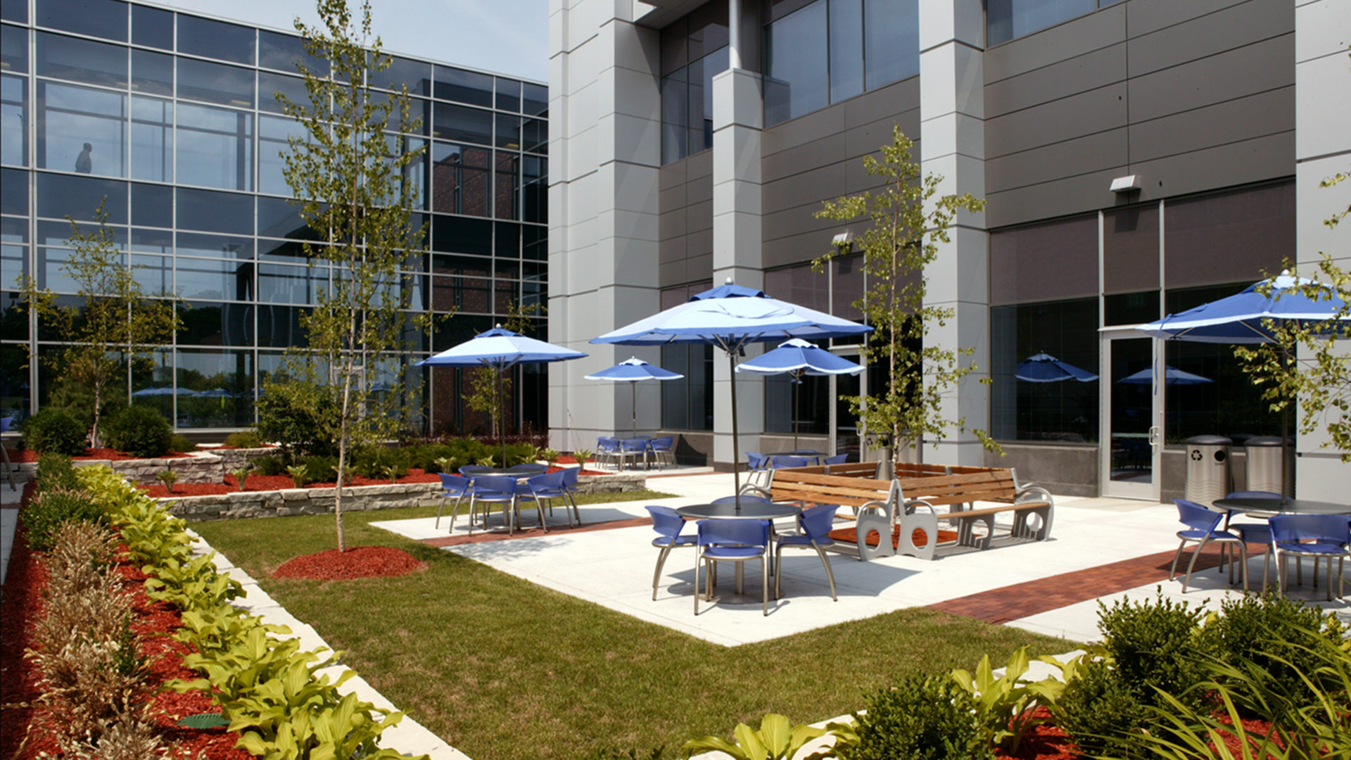 Boston Scientific Weaver Lake Phase III Expansion High Tech Manufacturing Exterior Courtyard Seating