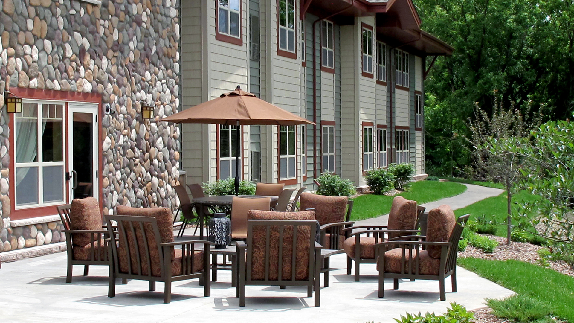 Trails of Orono Senior Housing Orono MN Outdoor Patio