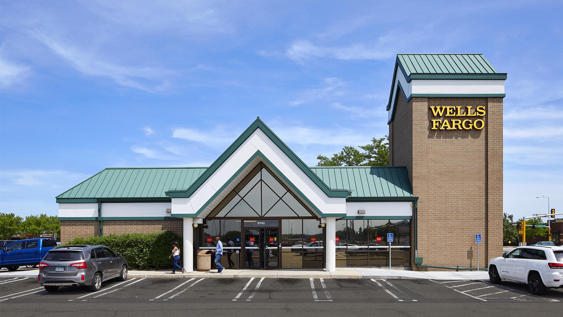 Clover Retail Shopping Center Wells Fargo Bank Entrance