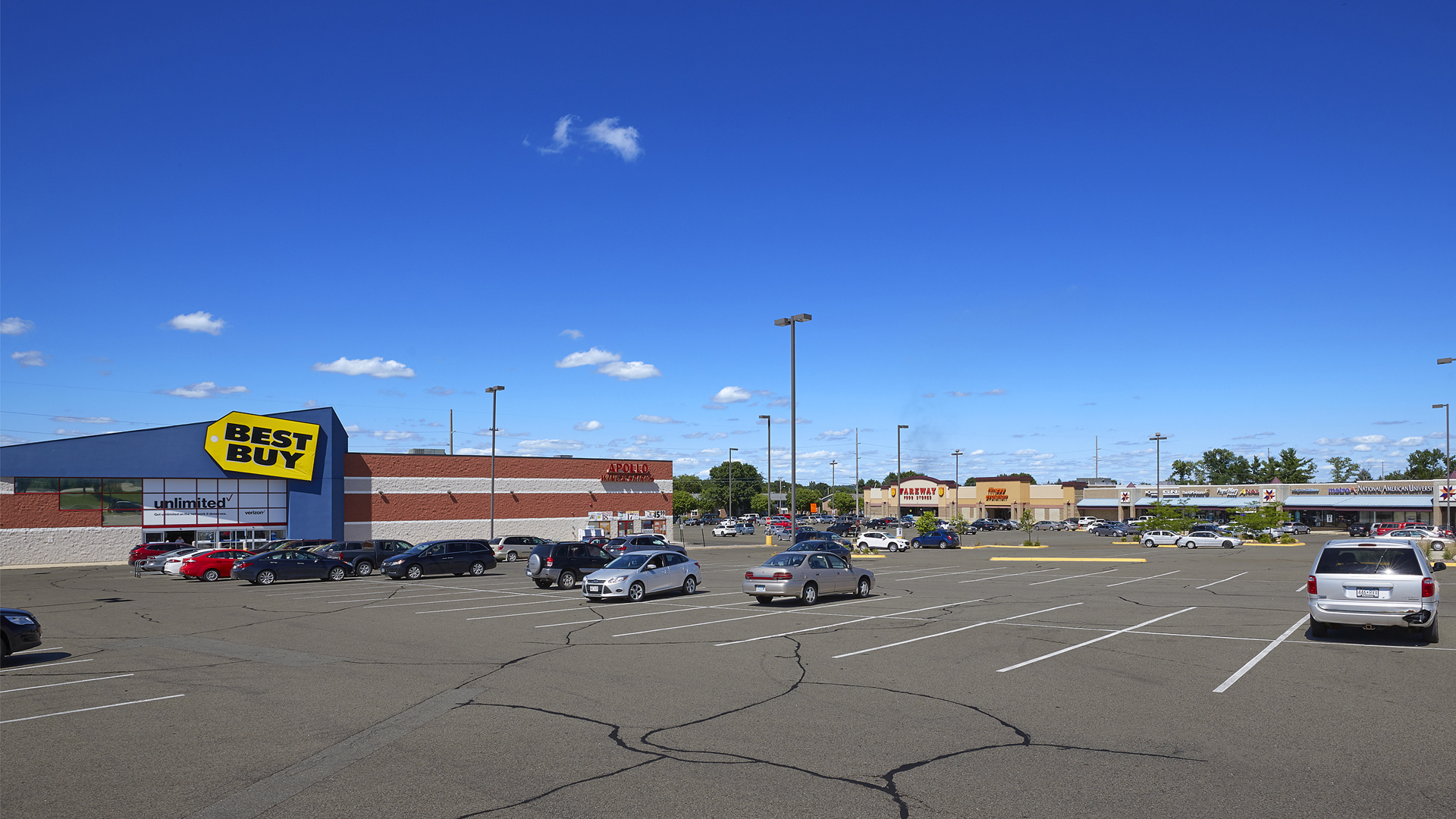 Maplewood Square Retail Shopping Center Rochester MN exterior view featuring Best Buy