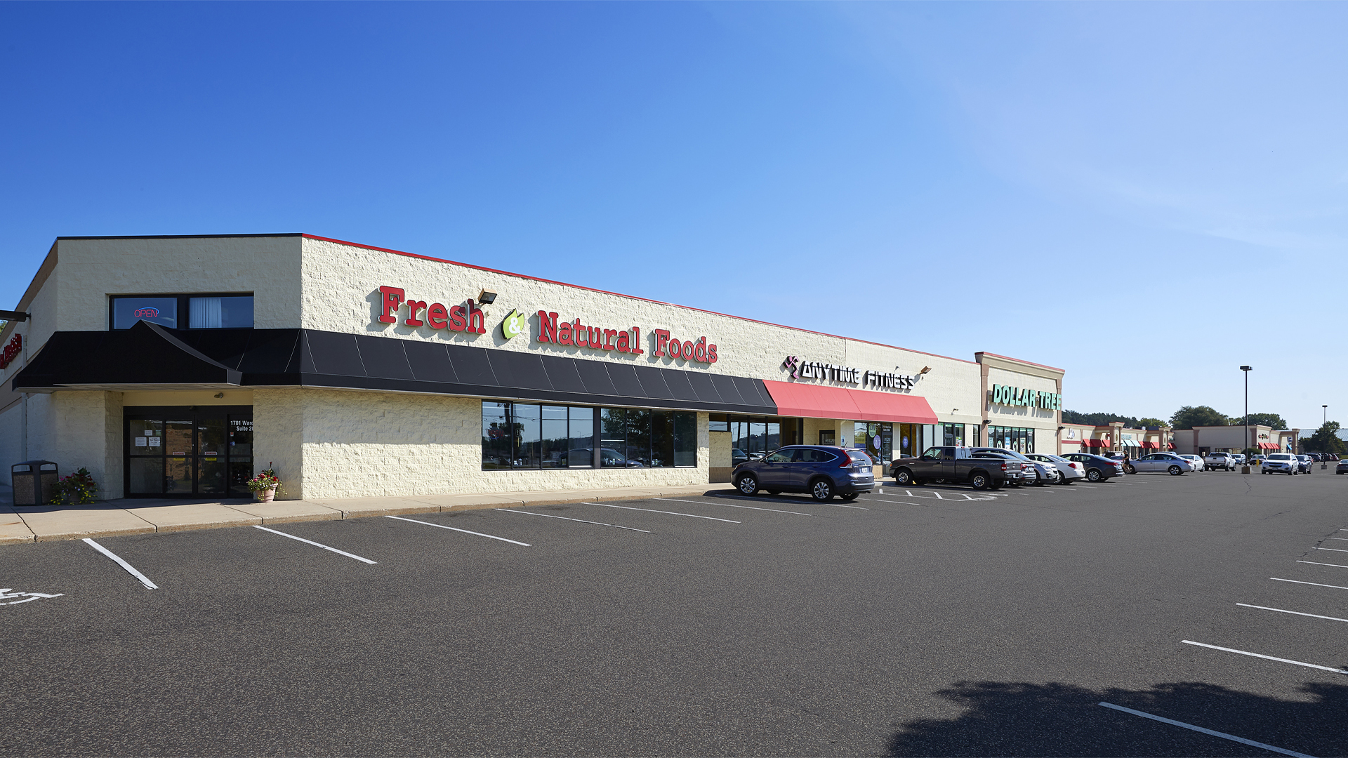Plaza 94 Retail Shopping Center Hudson WI exterior featuring tenant Fresh and Natural Foods