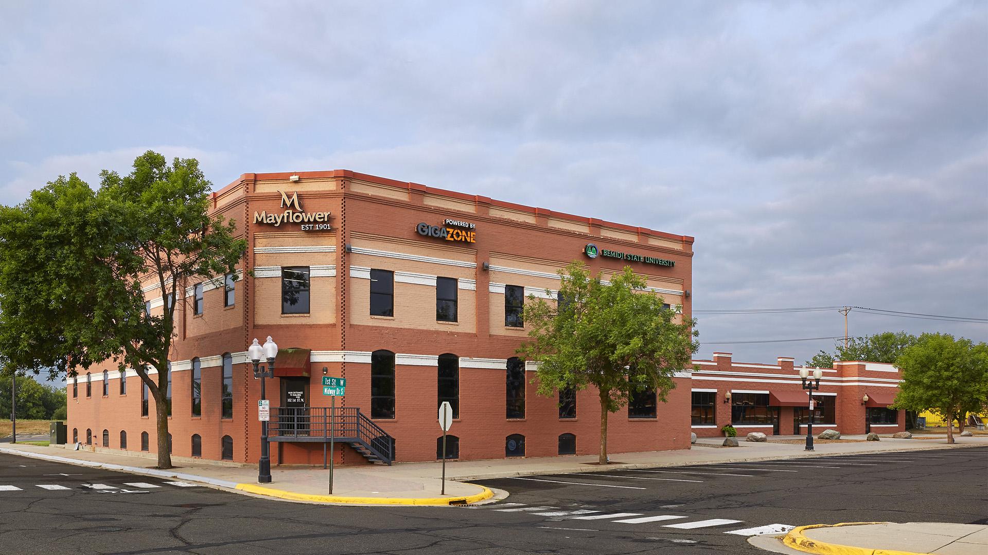 Union Square Shopping Center Bemidji MN Mayflower office building
