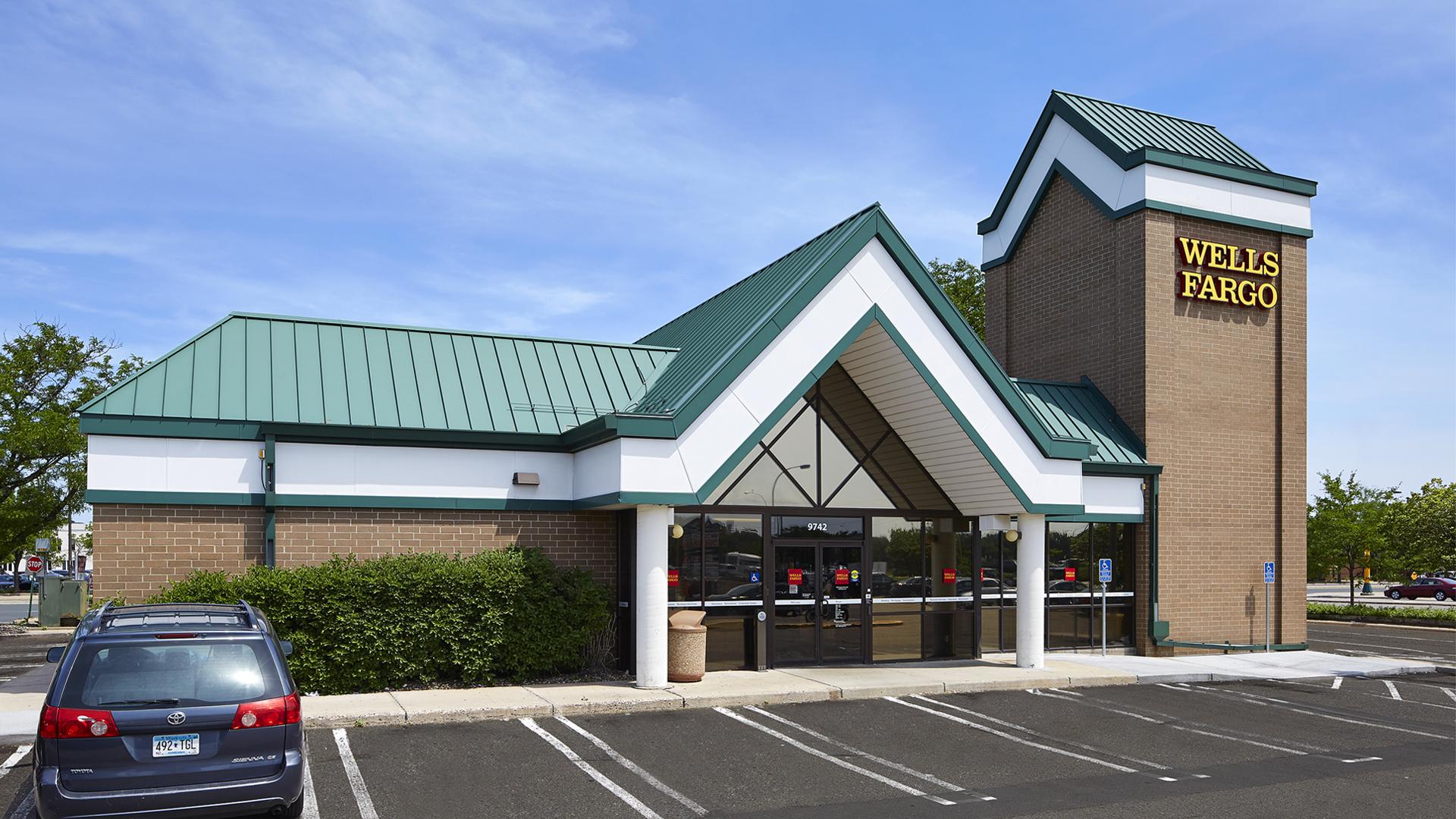 Clover Retail Shopping Center Wells Fargo Bank front elevation