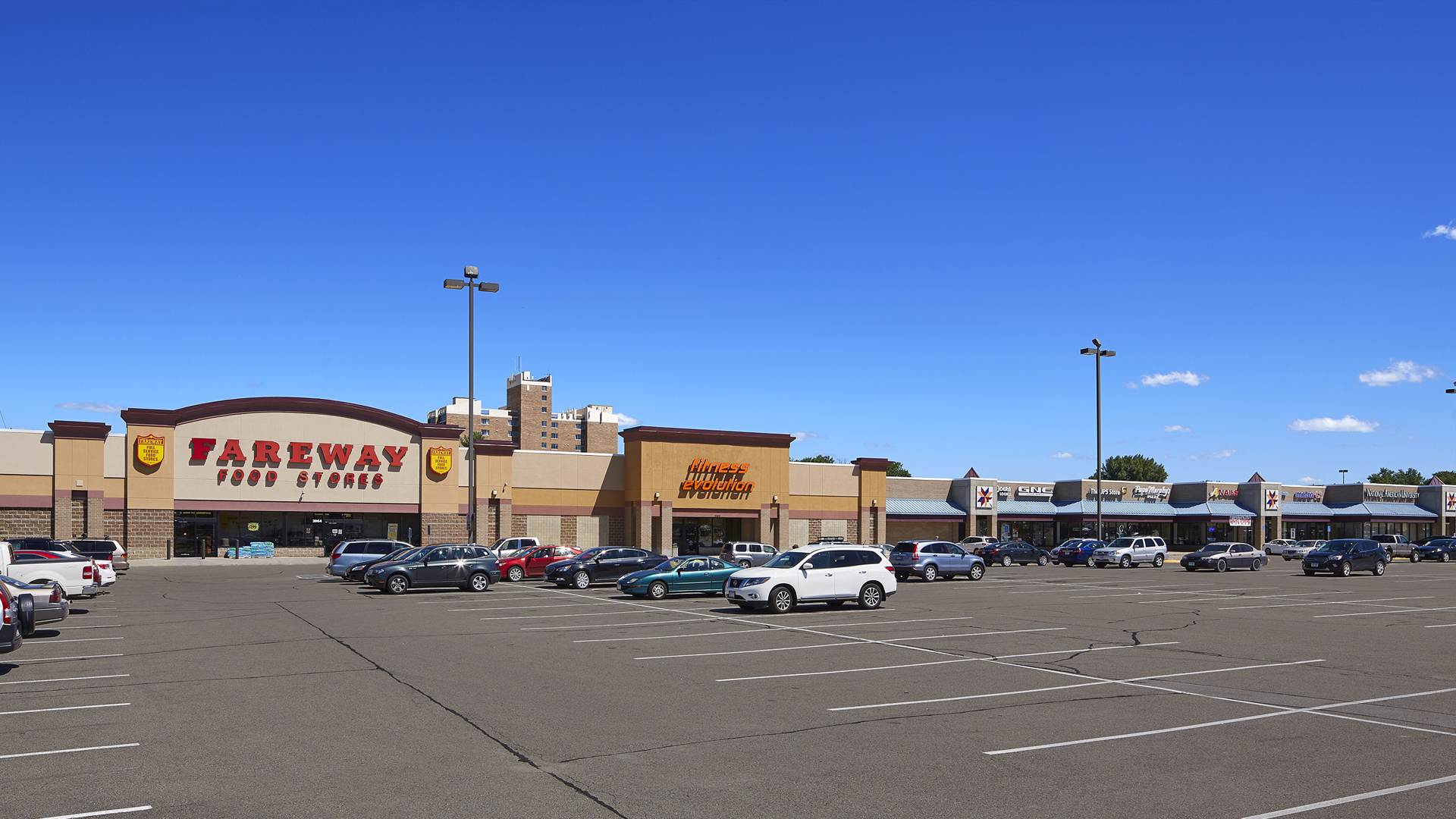 Maplewood Square Retail Shopping Center Rochester MN exterior view featuring Fareway Food Stores