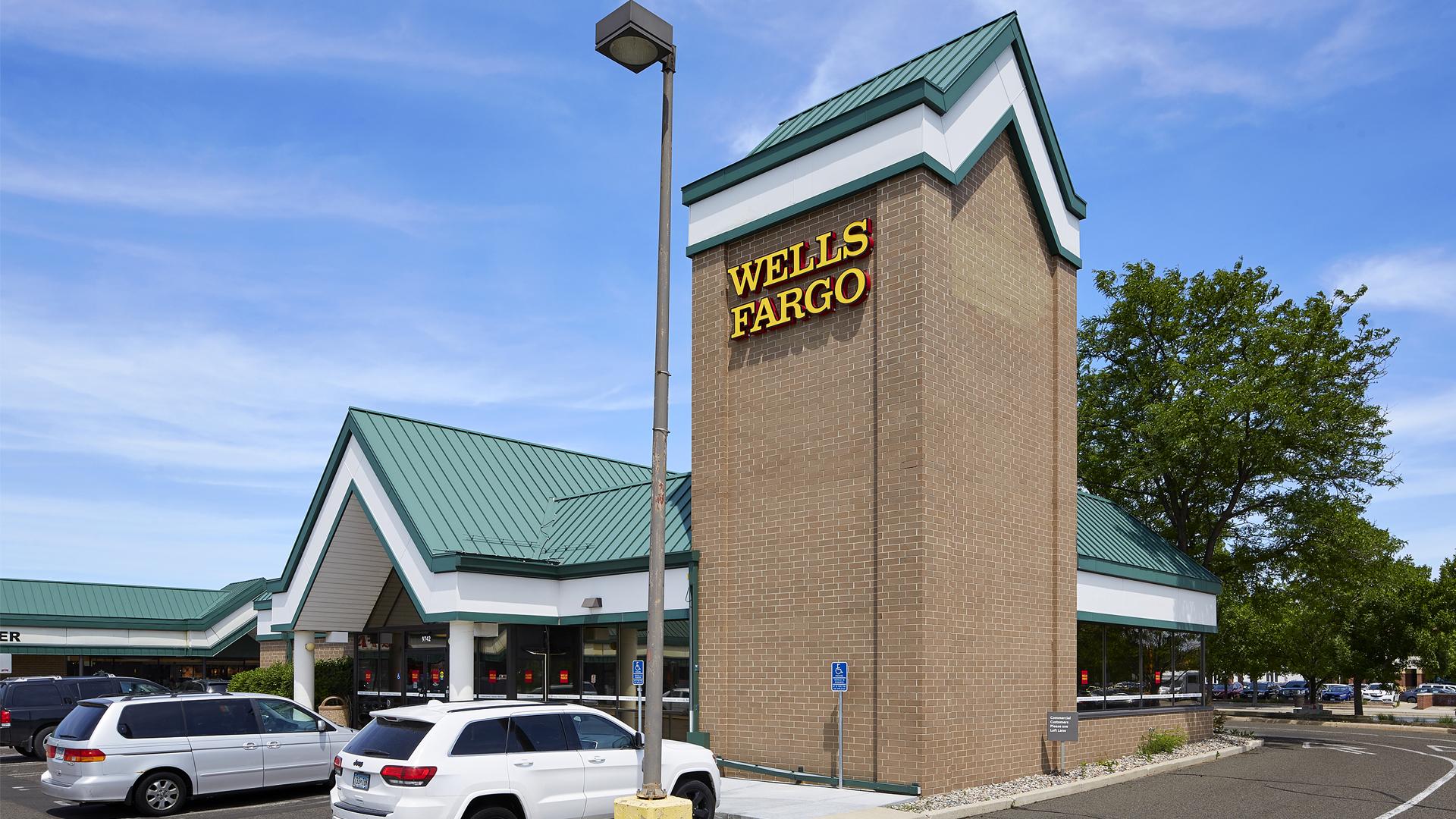 Clover Retail Shopping Center Wells Fargo Bank Tower View