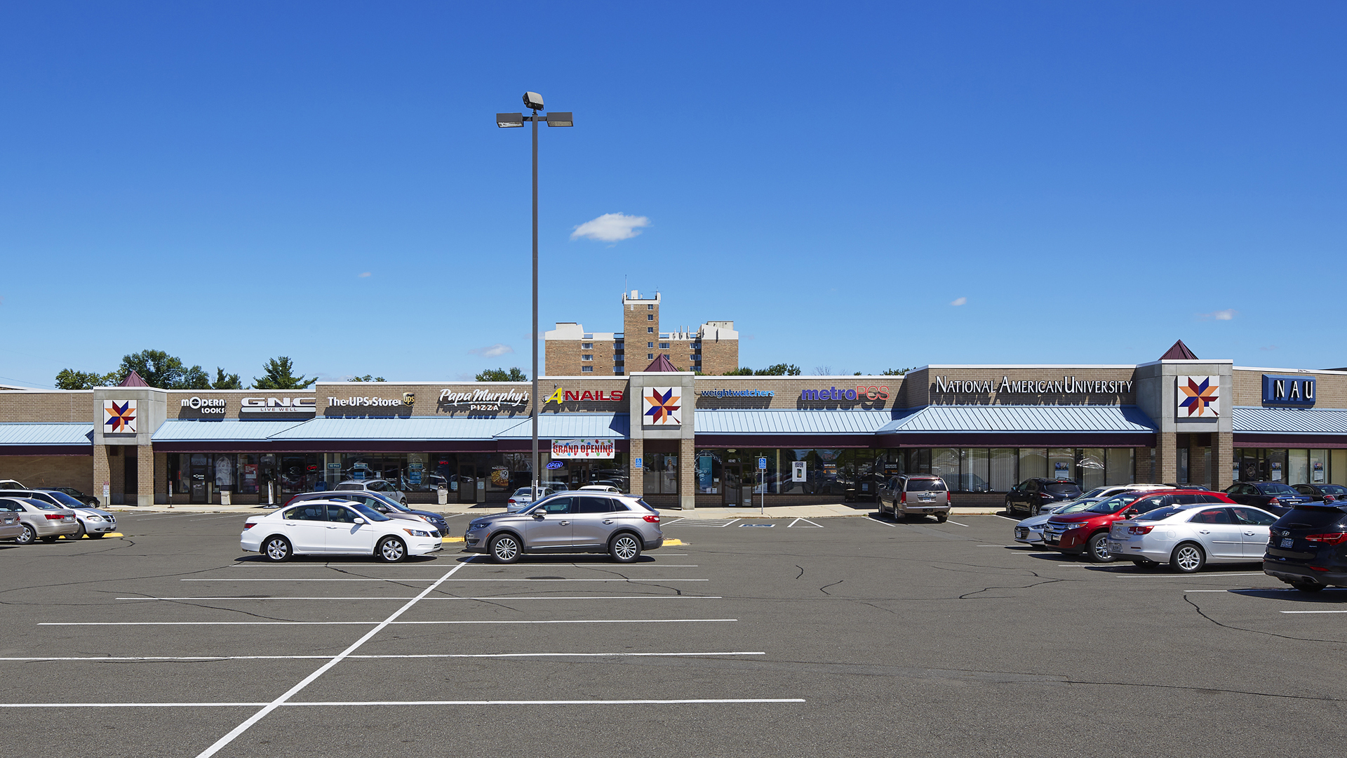 Maplewood Square Retail Shopping Center Rochester MN exterior view connected to Fareway Food Stores