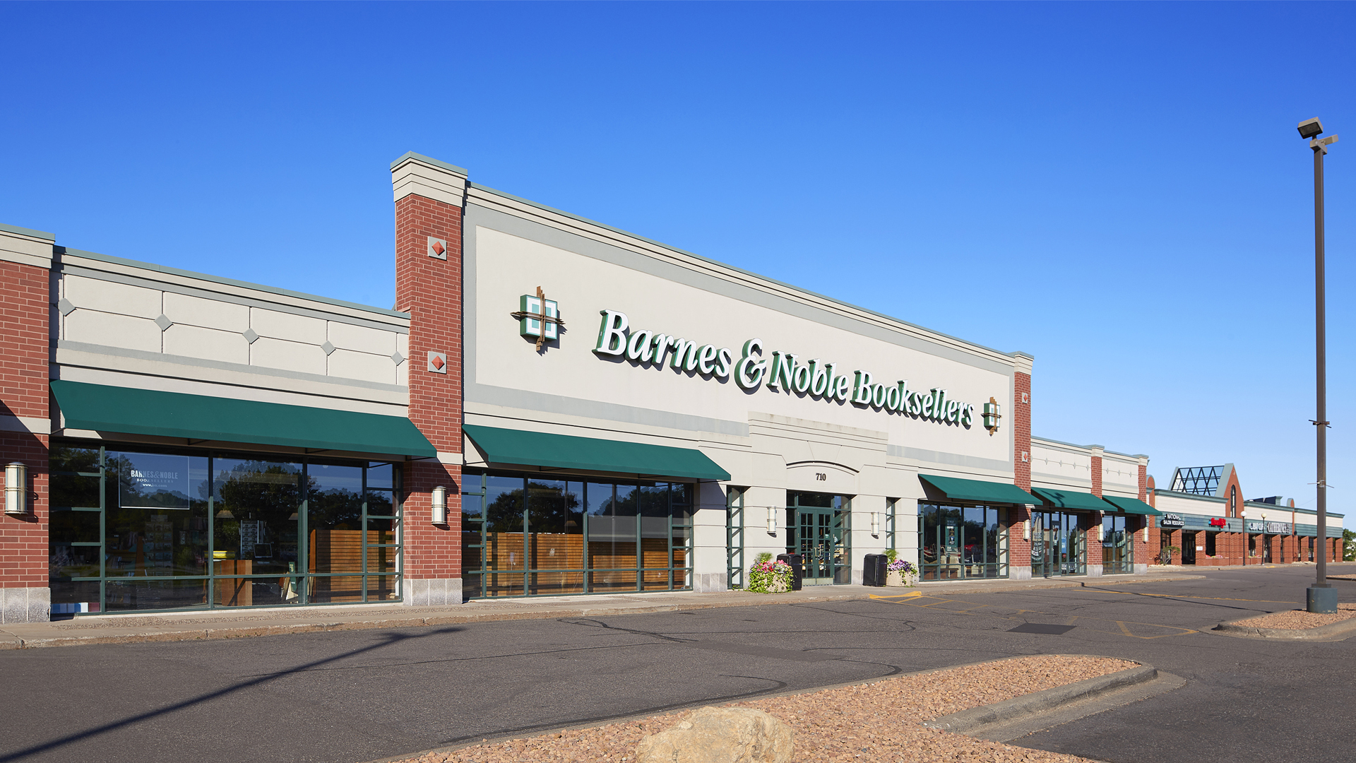 Northcourt Commons Retail Shopping Center Blaine MN exterior view featuring Barnes and Noble