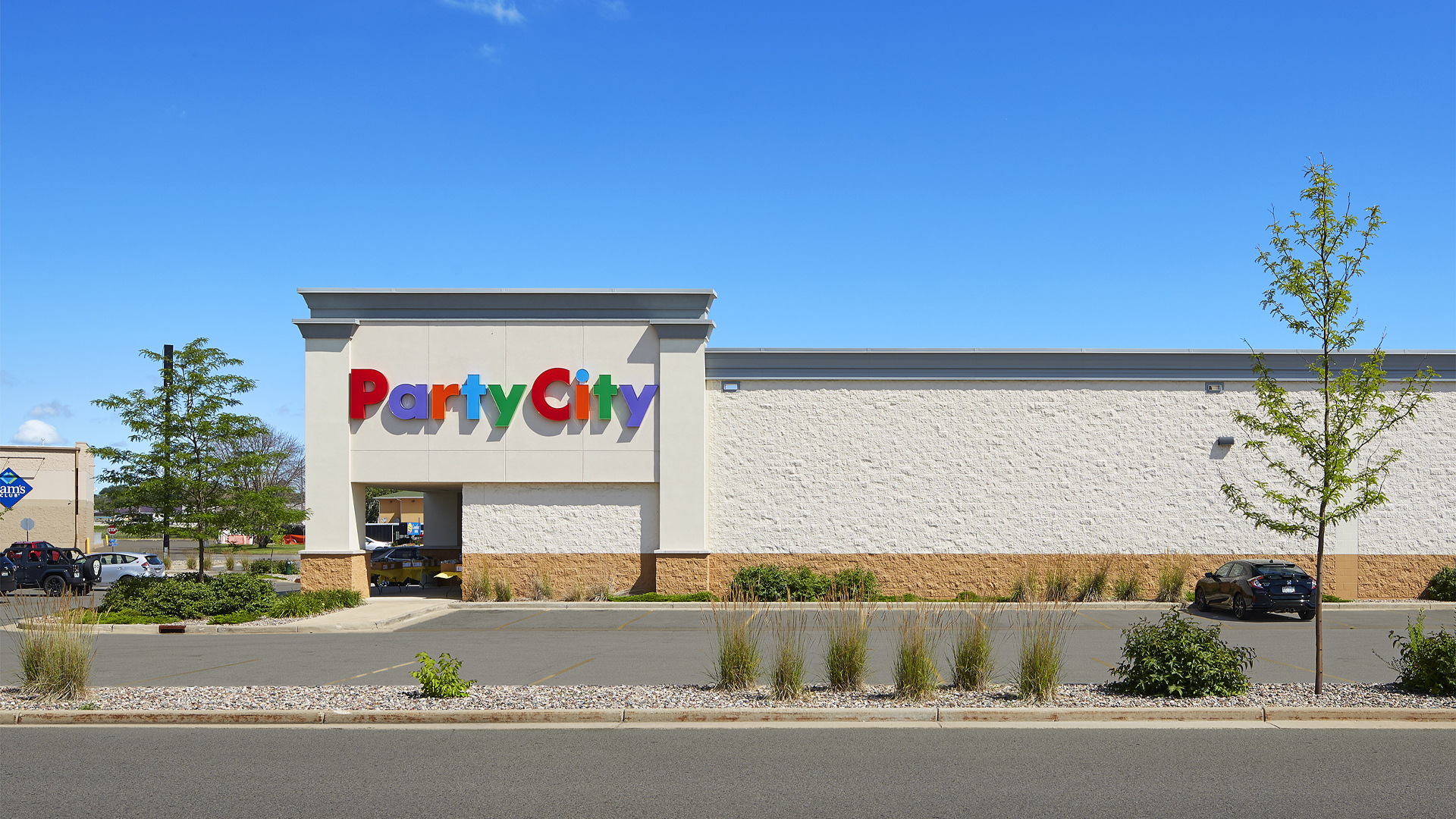 Crossing Meadows Retail Shopping Center Onalaska WI exterior featuring Party City