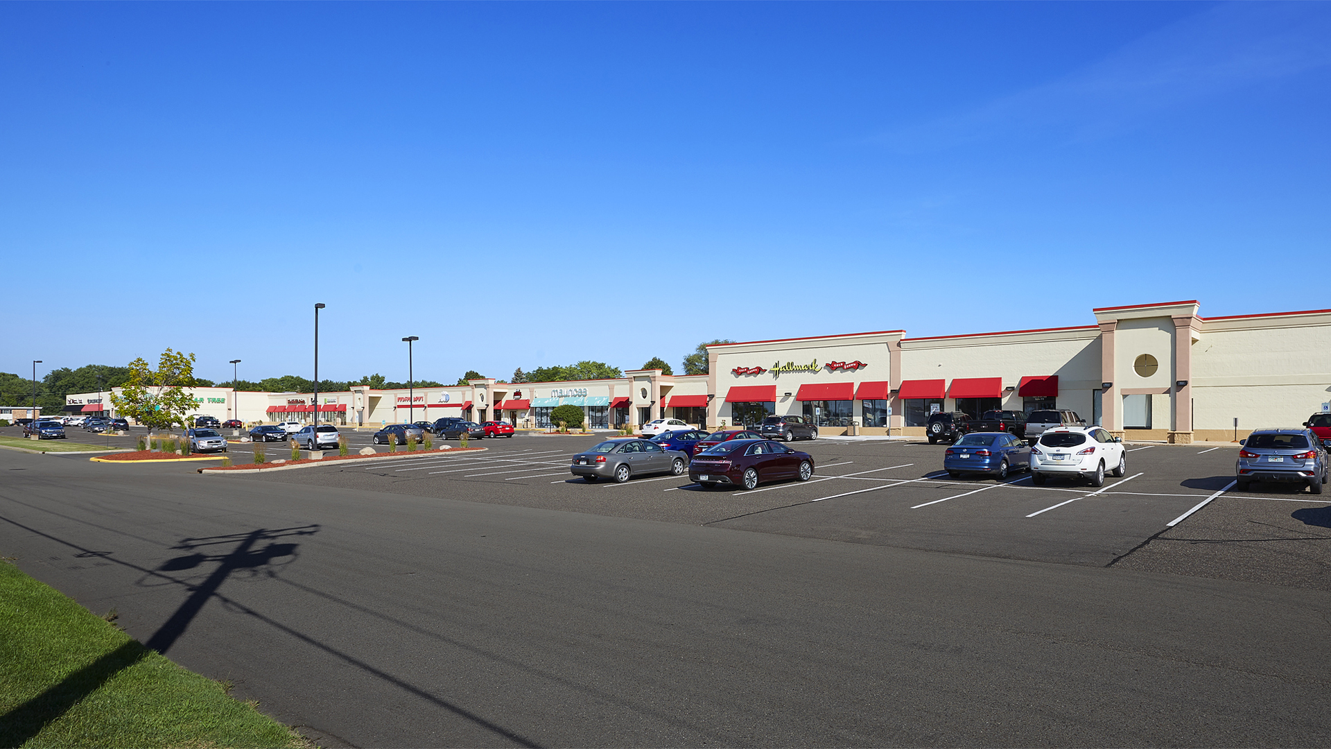 Plaza 94 Retail Shopping Center Hudson WI exterior full view
