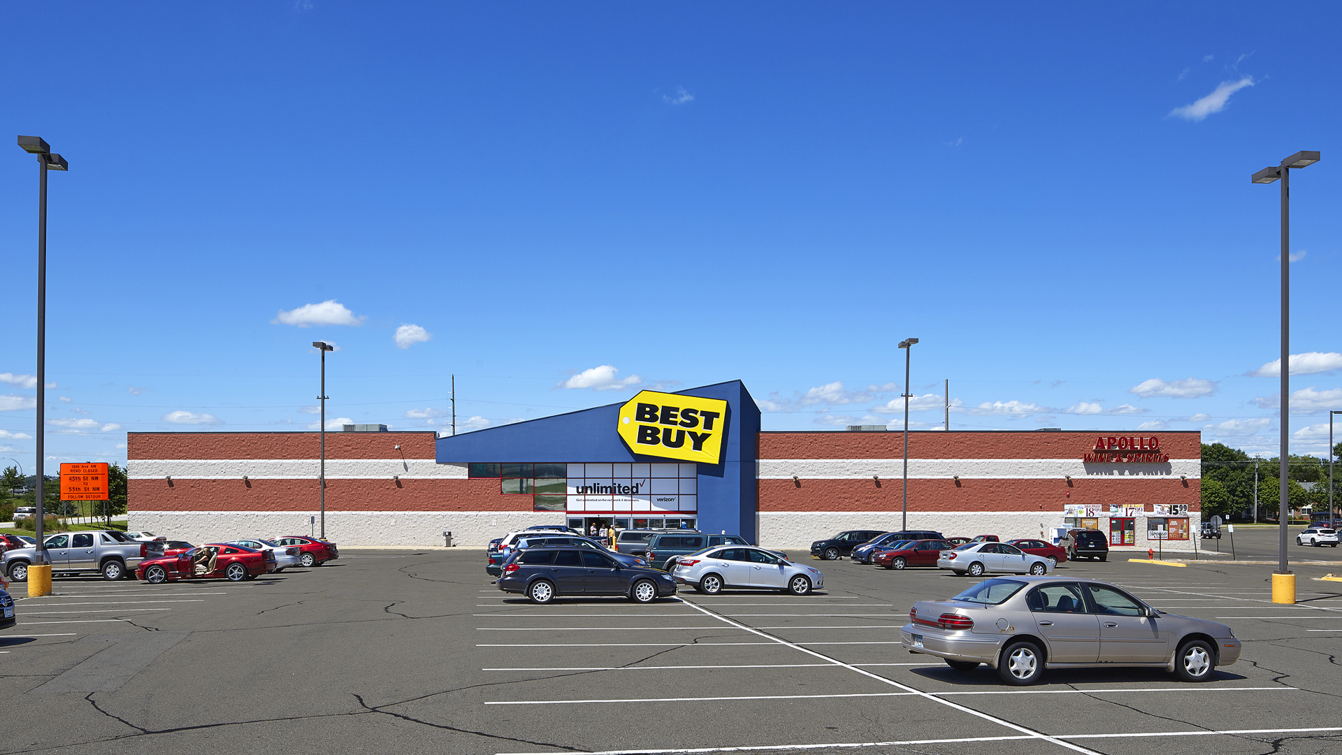 Maplewood Square Retail Shopping Center Rochester MN exterior elevation view of Best Buy